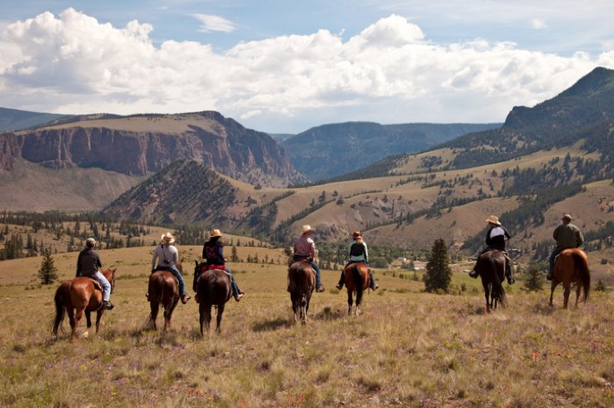 good reasons to plan a colorado dude ranch vacation - 4ur ranch