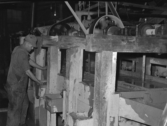 historic photo of miner running amalgamizing machine at wagon wheel gap mine