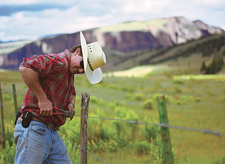 4UR Ranch hand fixing barbed wire fence